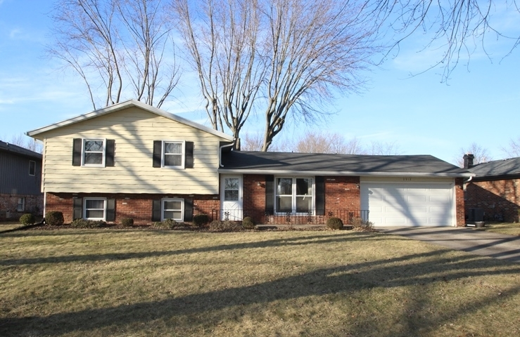 2912 W Twickingham Drive W Muncie, IN 47304 | MLS 201906895 | photo 1
