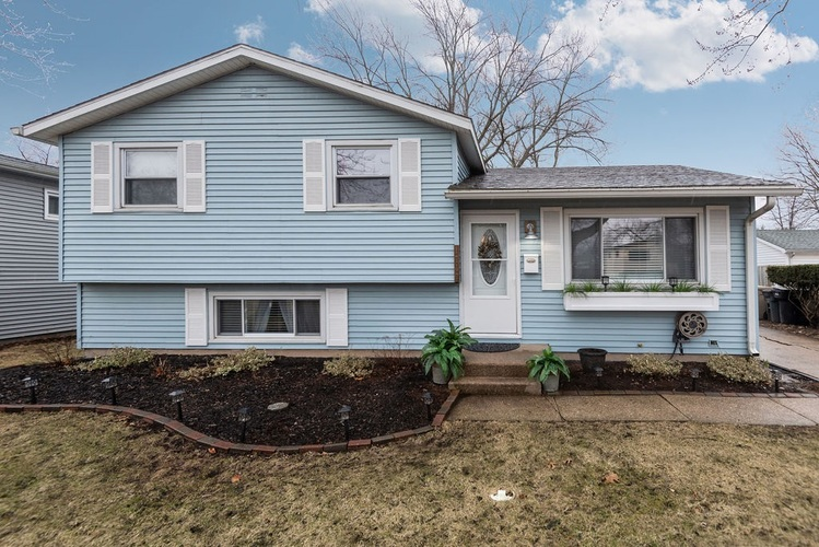 1710  Winston Drive South Bend, IN 46635-2032 | MLS 201911204