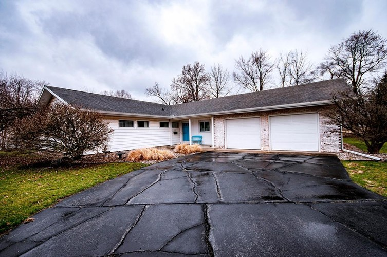 654  Woodland Drive Nappanee, IN 46550 | MLS 201912409