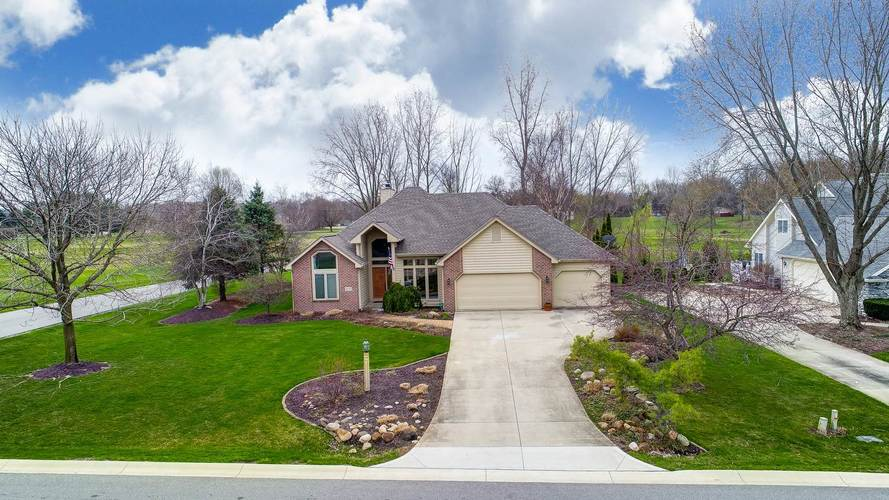 2737 E Muirfield Road Winona Lake, IN 46590-6242 | MLS 201914878