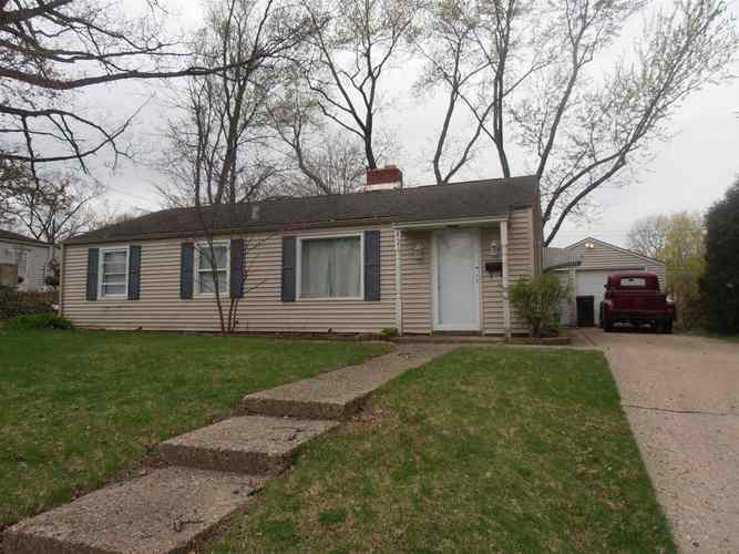 2721  Southeast Drive South Bend, IN 46614   MLS 201915344