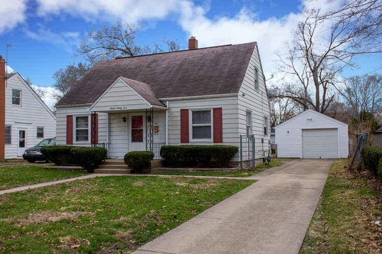 1624  College Street South Bend, IN 46628-3013 | MLS 201915473