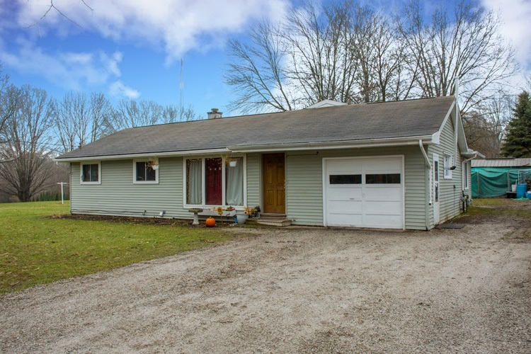 103  Powell Drive Middlebury, IN 46540-9587   MLS 201915968
