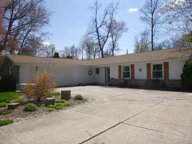 1921  Forest Valley Drive Fort Wayne, IN 46815 | MLS 201916016