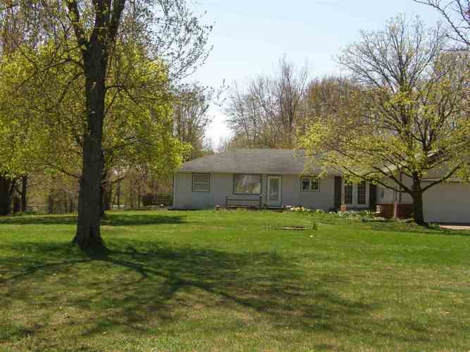 3957 W Old Road 30 Highway Warsaw, IN 46580-8804 | MLS 201916153