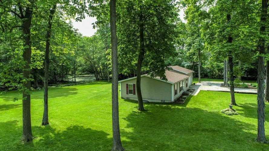 72956 County Road 37 Syracuse, IN 46567-9201 | MLS 201916175 | photo 2