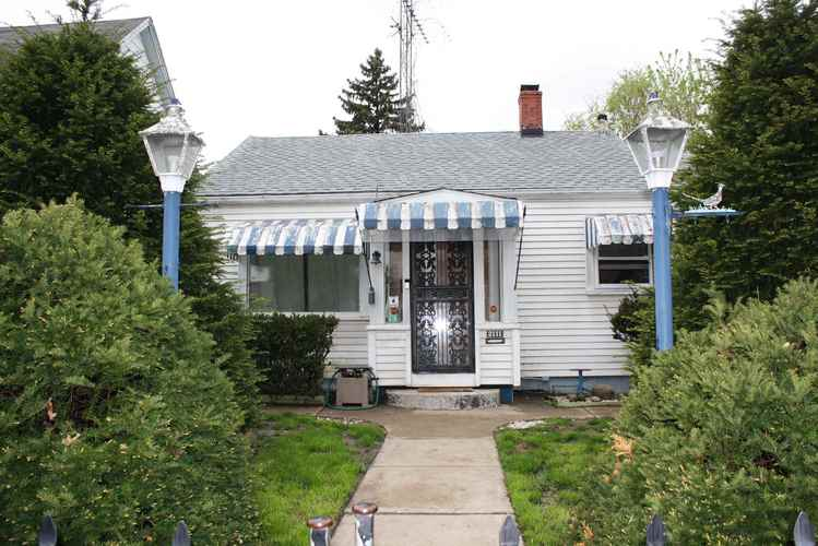 2111 S Taylor Street South Bend IN 46613-2136 | MLS 201917935 | photo 1