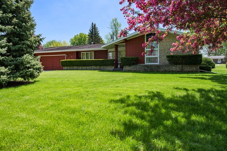 8 Crestwood Drive Winchester, IN 47394   MLS 201918266   photo 1