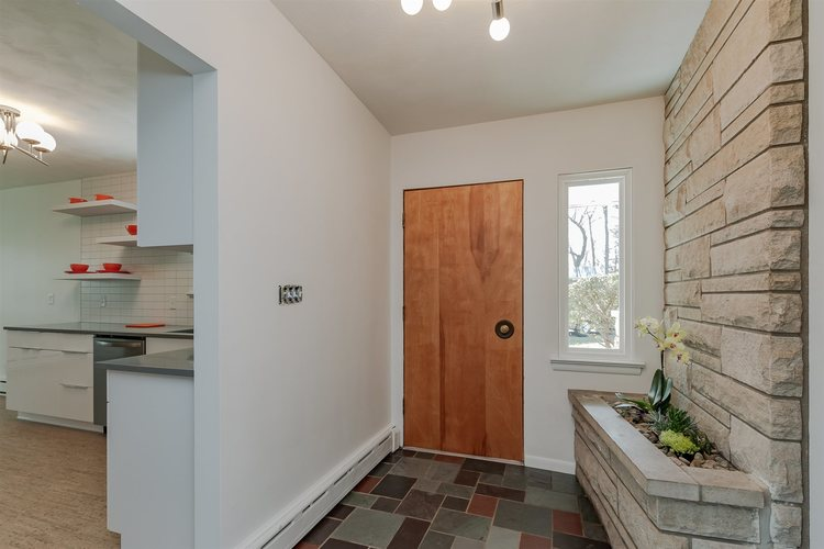 19140 Oakmont North Drive South Bend, IN 46637-3524 | MLS 201919001 | photo 2