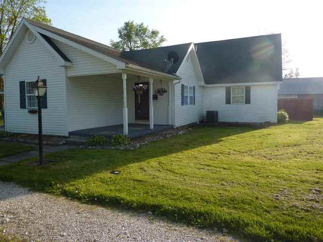 615 N Vine Street Fairmount, IN 46928 | MLS 201920590