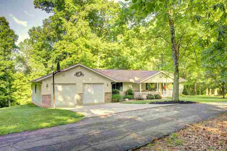 7343 S Oak Forest Drive Huntingburg, IN 47542 | MLS 201920950