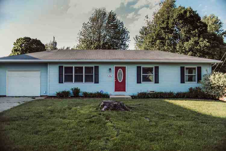 402 W Pickwick Drive Syracuse, IN 46567-1829 | MLS 201921850