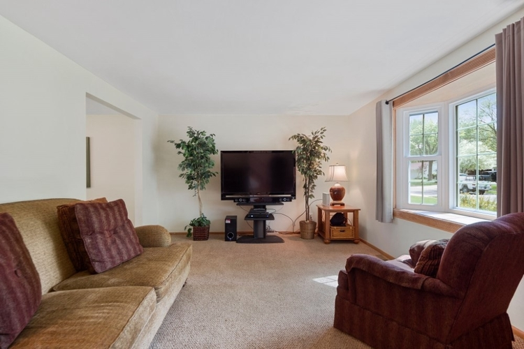 1916 Sovereign Drive Fort Wayne, IN 46815-7452   MLS 201922164   photo 4