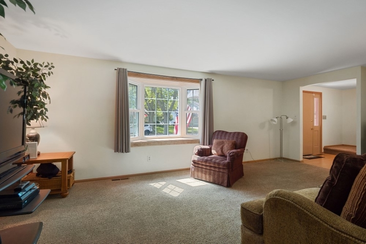 1916 Sovereign Drive Fort Wayne, IN 46815-7452   MLS 201922164   photo 5