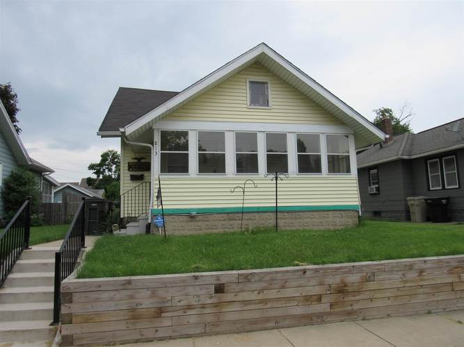 813 S 27th Street South Bend, IN 46615-2215 | MLS 201922815