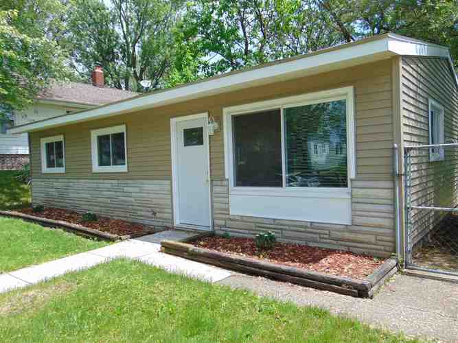 1104  Emerson Avenue South Bend, IN 46615-3915   MLS 201923125