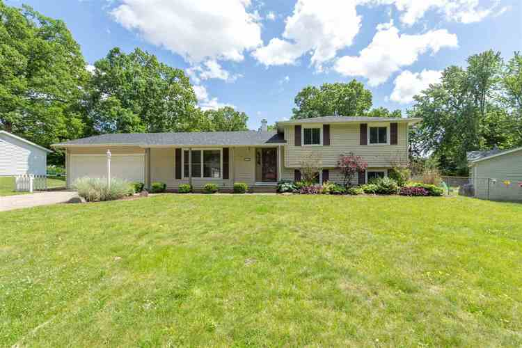 18300 Amberly Lane South Bend, IN 46637-4404   MLS 201924440   photo 1