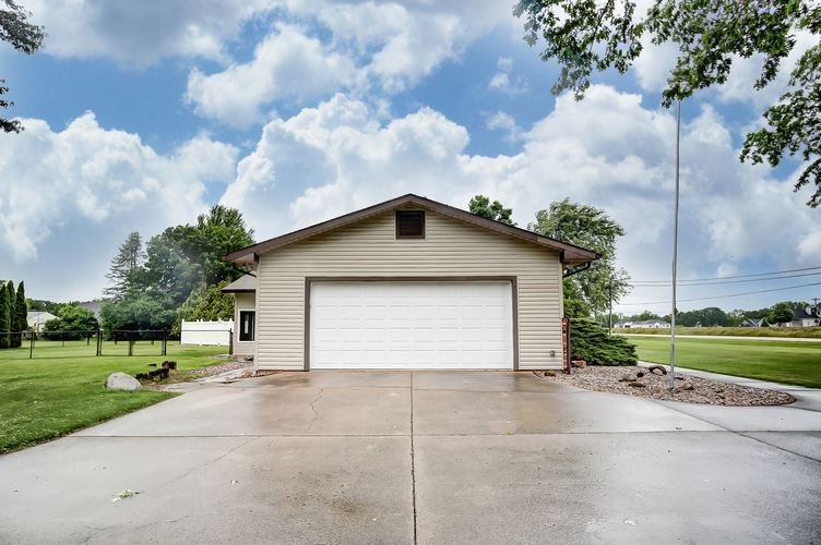 2227 S Country Club Road S Warsaw, IN 46580-7596 | MLS 201924908 | photo 2