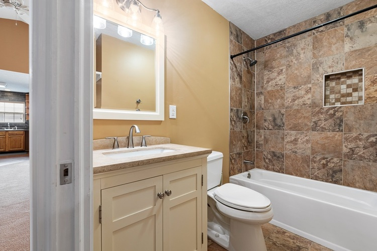 510 Lissaaron Drive Winchester, IN 47394 | MLS 201926687 | photo 11