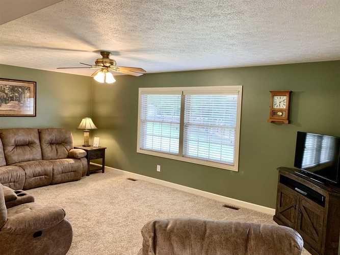 11526 S US Hwy 231 S Huntingburg, IN 47542 | MLS 201927346 | photo 10