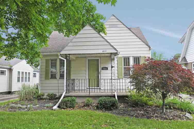 821 E Oakside Street South Bend, IN 46614-4661 | MLS 201927383