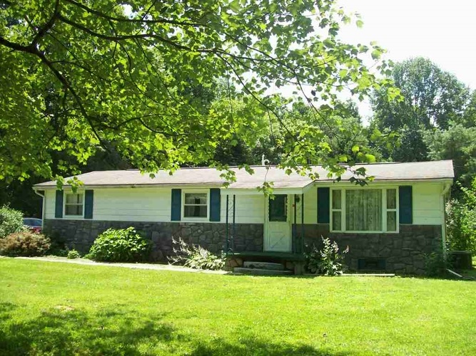 2828 E State Road 58 Road Bloomfield, IN 47424 | MLS 201928821