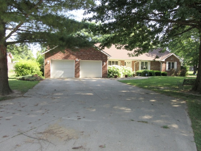 1216 W Manning Place Crawfordsville, IN 47933 | MLS 201929004