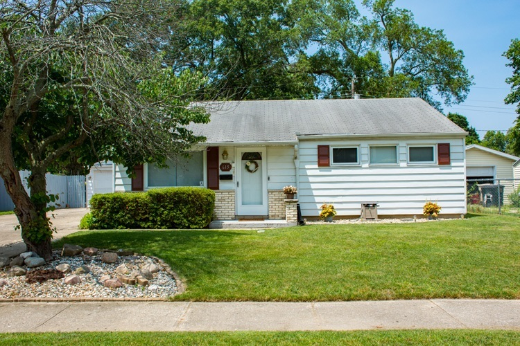 615  Manchester Drive South Bend, IN 46615 | MLS 201929057