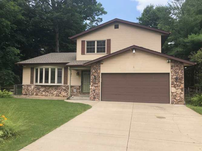 916  Deepwood Drive Mishawaka, IN 46544 | MLS 201929725
