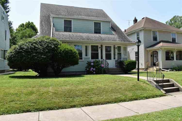 1218 E Victoria Street South Bend, IN 46614-1448 | MLS 201931506