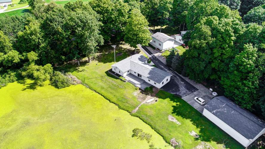 3220 E Mapes Road Kendallville, IN 46755-3344 | MLS 201933152