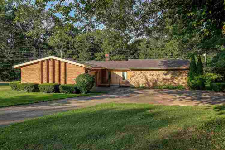 460 S Woodlawn Drive North Vernon, IN 47265 | MLS 201934583
