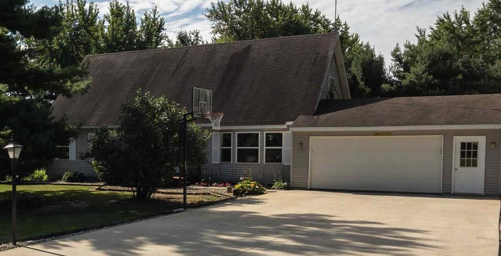 4727 E Woodland Acres Drive Syracuse, IN 46567 | MLS 201934687