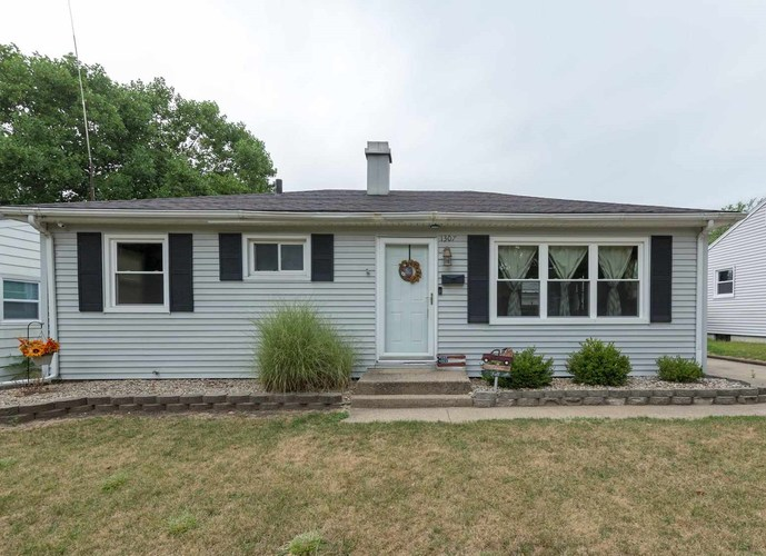 1307 Canterbury Drive South Bend, IN 46628-1214 | MLS 201935335 | photo 1