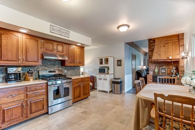 1016 Hollyhill Drive Fort Wayne, IN 46819-1441 | MLS 201935399 | photo 10