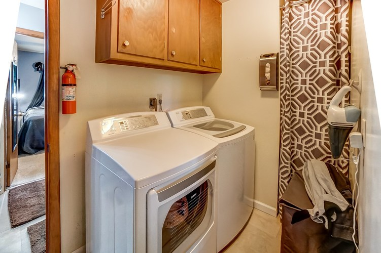 1016 Hollyhill Drive Fort Wayne, IN 46819-1441 | MLS 201935399 | photo 14