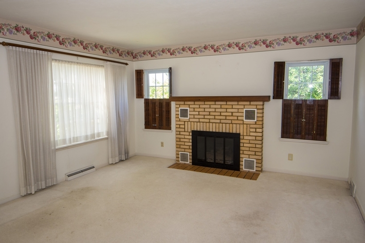 19857 Yoder Street South Bend, IN 46614   MLS 201935994   photo 2