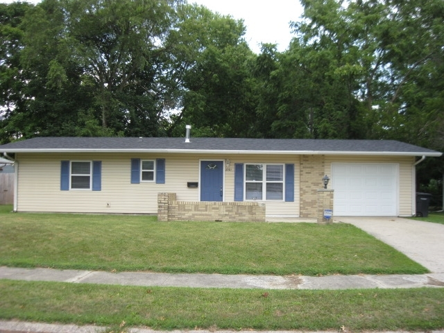 2301 Foxhall Drive Lafayette IN 47909   MLS 201936234   photo 1