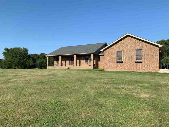 989 S County Road 650 E Road Winslow, IN 47598 | MLS 201936399