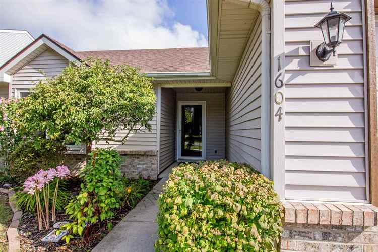 1604 Brittany Cove Fort Wayne, IN 46845-9558   MLS 201936838   photo 2