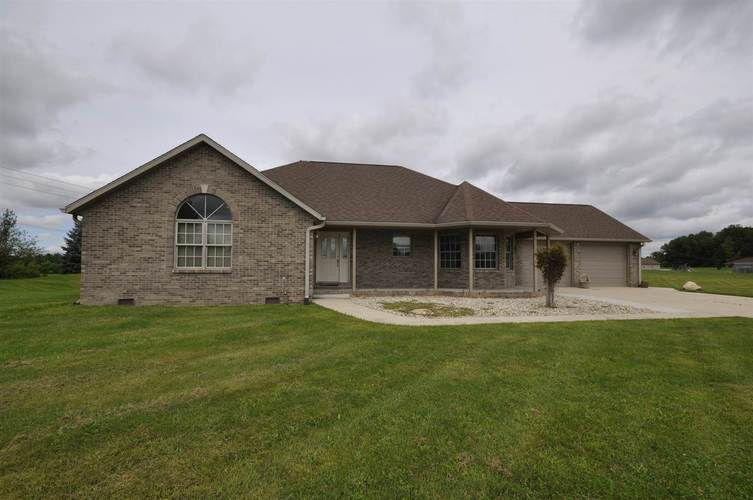 3300 E Indian Hill Drive Muncie, IN 47302 | MLS 201937735