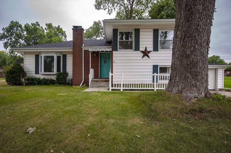 229 Marshall Boulevard Elkhart, IN 46516-5017 | MLS 201940074 | photo 2