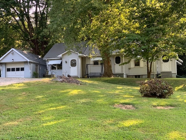 103 N Tennessee Street N Hazleton, IN 47640 | MLS 201940167 | photo 1