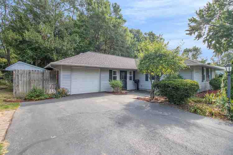 2810  Southridge Drive South Bend, IN 46614-1540 | MLS 201940206