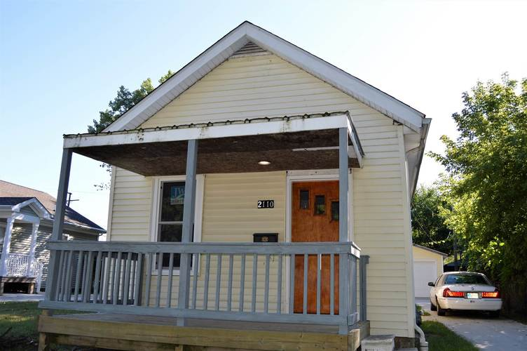 2110  Oliver Street South Bend, IN 46613-1722 | MLS 201940576