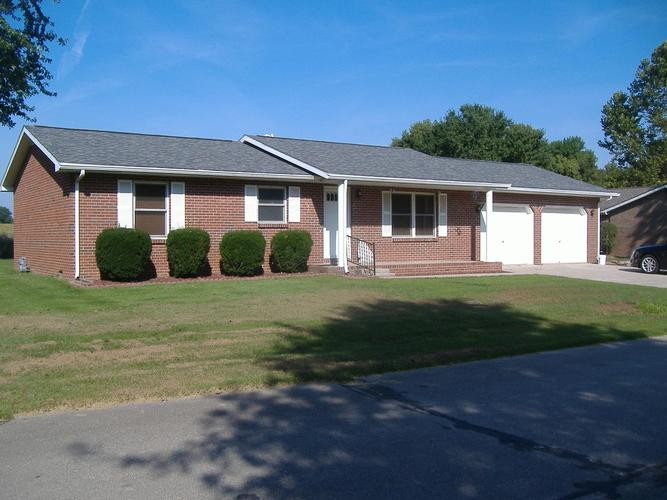 220 N Arrowhead Drive Petersburg, IN 47567 | MLS 201940751