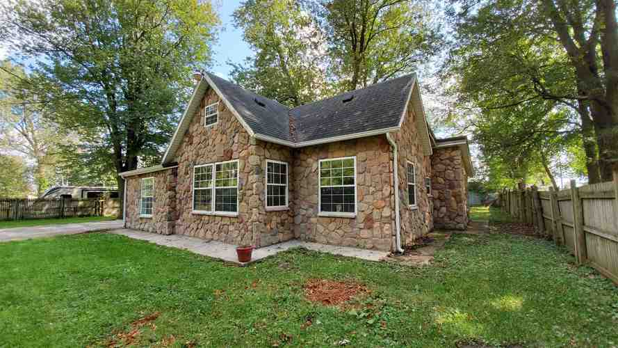 109 E North Street Milford, IN 46542-9799 | MLS 201940837