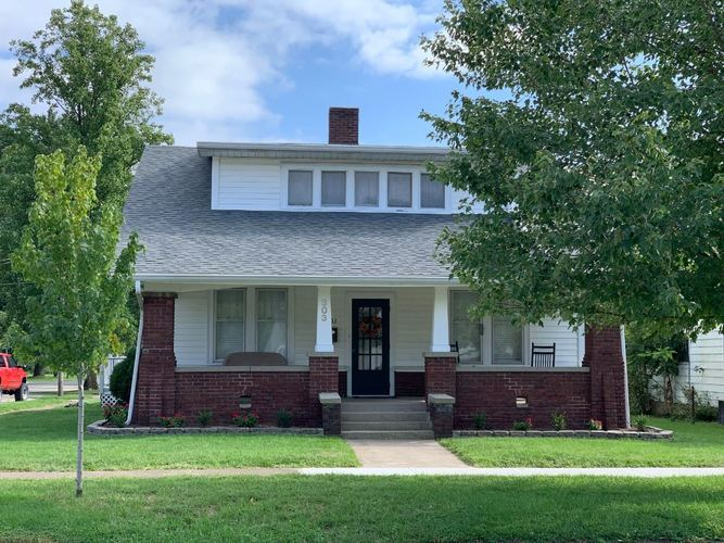 303 W Main Street Worthington, IN 47471 | MLS 201940985