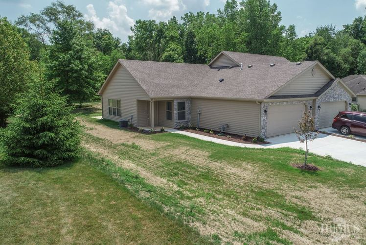 16 Clubview Drive Hartford City IN 47348 | MLS 201941120 | photo 1