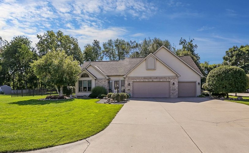 23048 Cottage Grove Court Elkhart IN 46516 | MLS 201941911 | photo 1